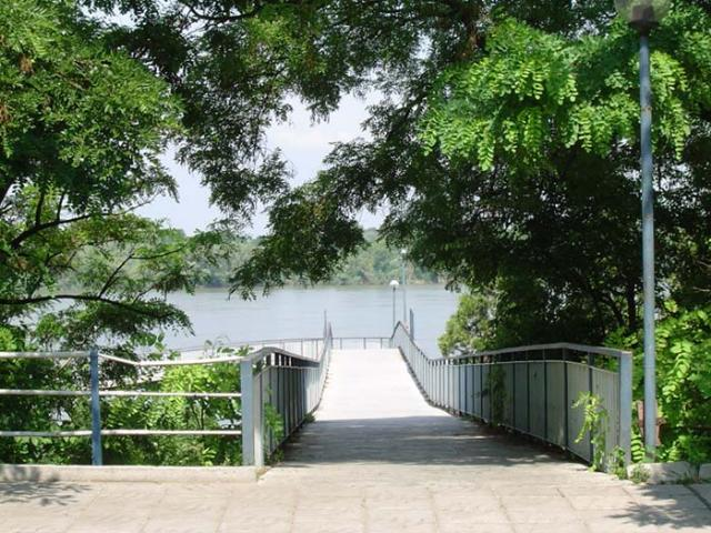 Мостът Ruse_park_p